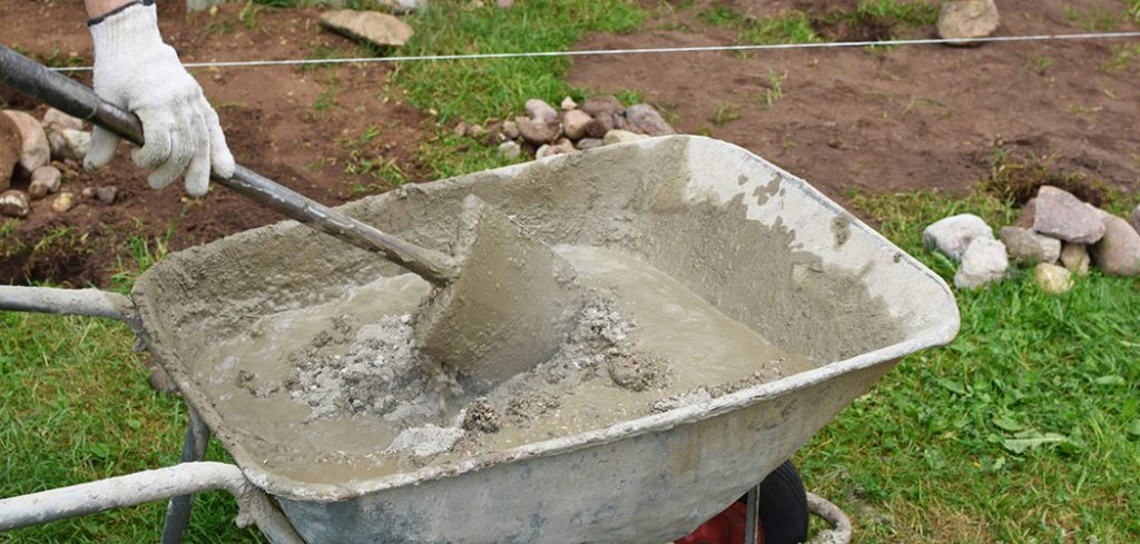 Wheelbarrows For Mixing And Preparing Cement - Our Guide