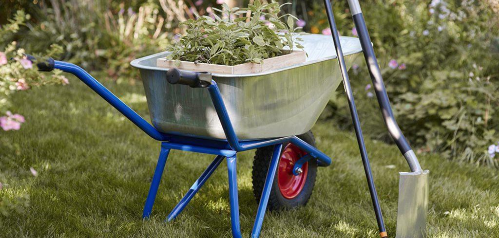Narrow Wheelbarrows For Tight Spaces featured